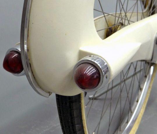 Byclette U0027Spacelanderu0027   Vélo Aérodynamique Aux Lignes Futuristes Moulé En  Fibre De Verre