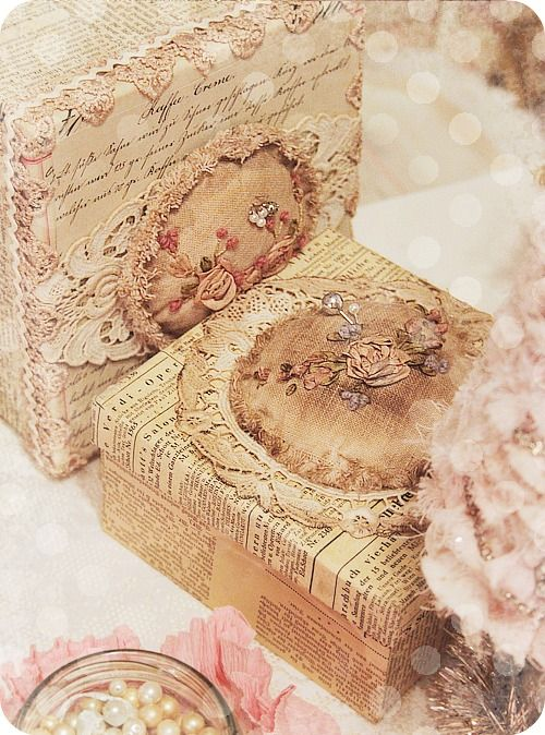 Such a beautiful shabby chic box!