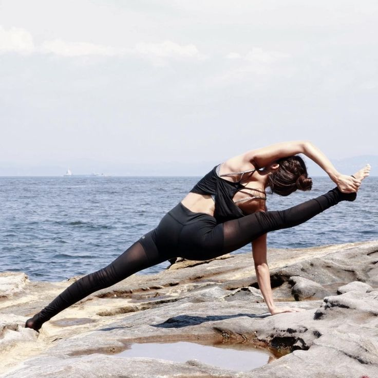 Seon Arai stretches it out in the #AloYoga Mesh Goddess Legging #yoga #inspiration #strength
