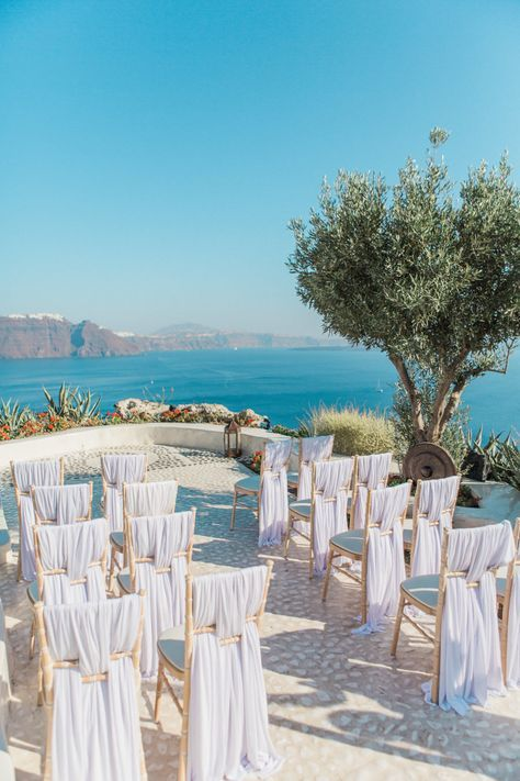 Santorini ceremony. Santorini Glam Weddings + Fabio Zardi. Photography: Anna Rou…
