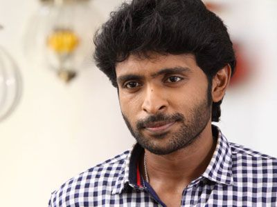 Vikram Prabhu shoots with army protection http://www.myfirstshow.com/news/view/42366/Vikram-Prabhu-shoots-with-army-protection.html