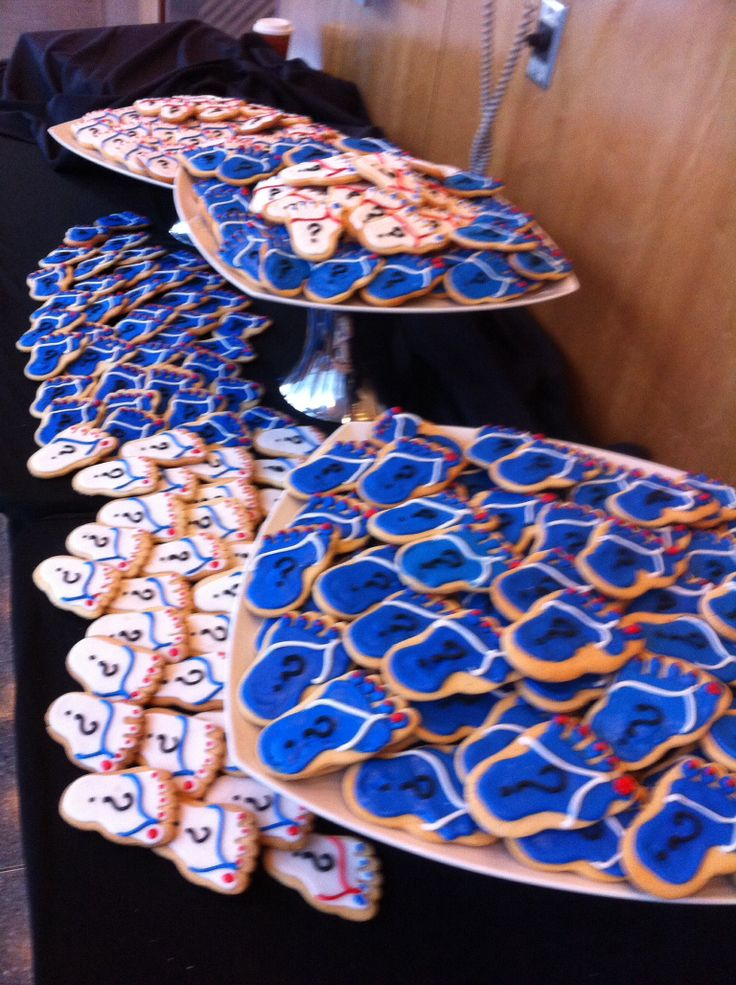 Lots of beach feet cookies!