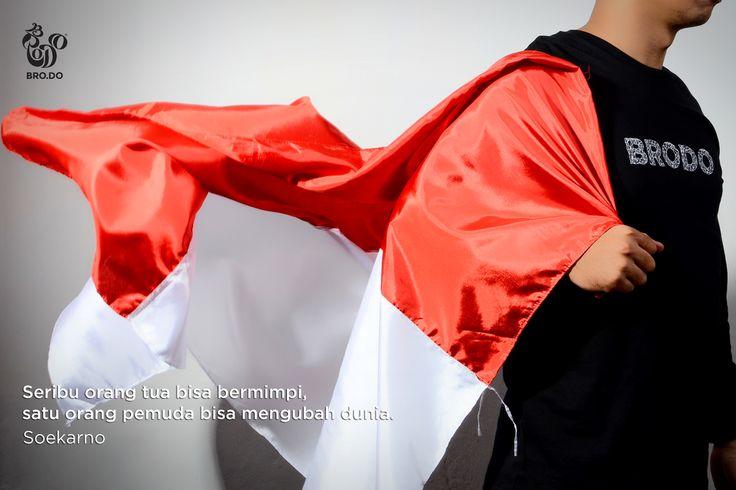 Salah satu quote dari Soekarno yg gak pernah Om Bro lupa. Kira-kira Brothers mau buat perubahan apa nih? #QuotesOmBro  Shirt: Script Black T-Shirt