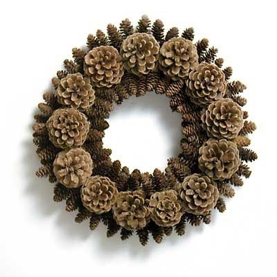 decorar con piñas 17 http://diarioartesanal.com/ideas-de-navidad-para-decorar-con-pinas/