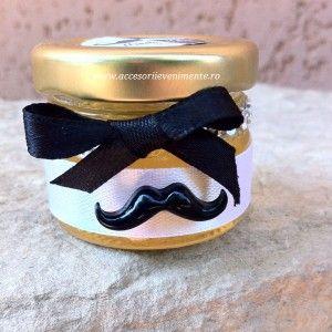 Moustache - accesoriul ideal pentru aceste haioase marturii de nunta
