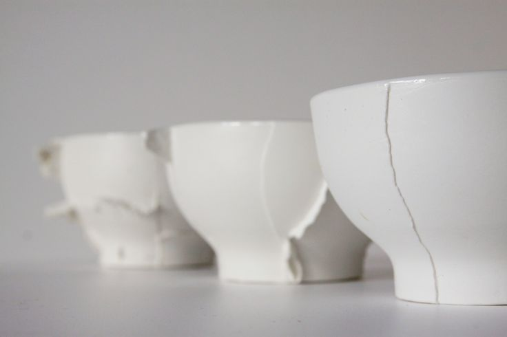 ceramic bowls with seams. Designed by Anna Pawlewska