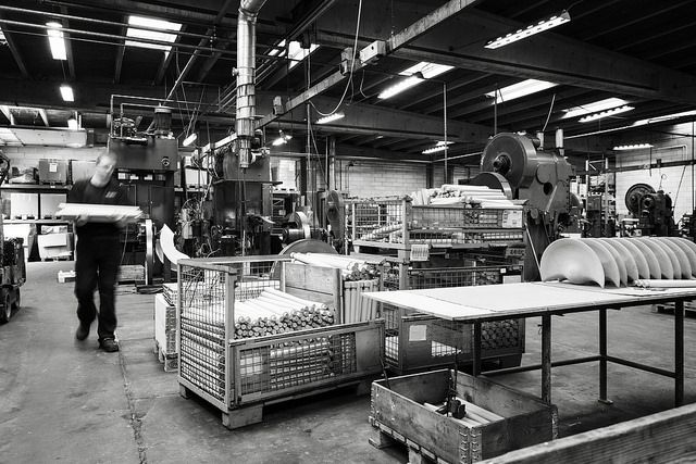 The iconic Mogens Lassen chair ML42 in the making.