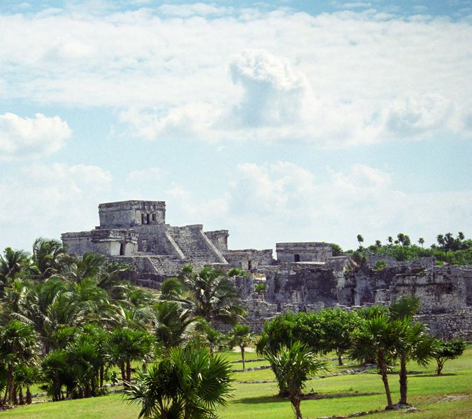 Private Tulum Tour, join us in a unique experience at the only Mayan city with view to the shore! Explore Tulum in a luxury environment!