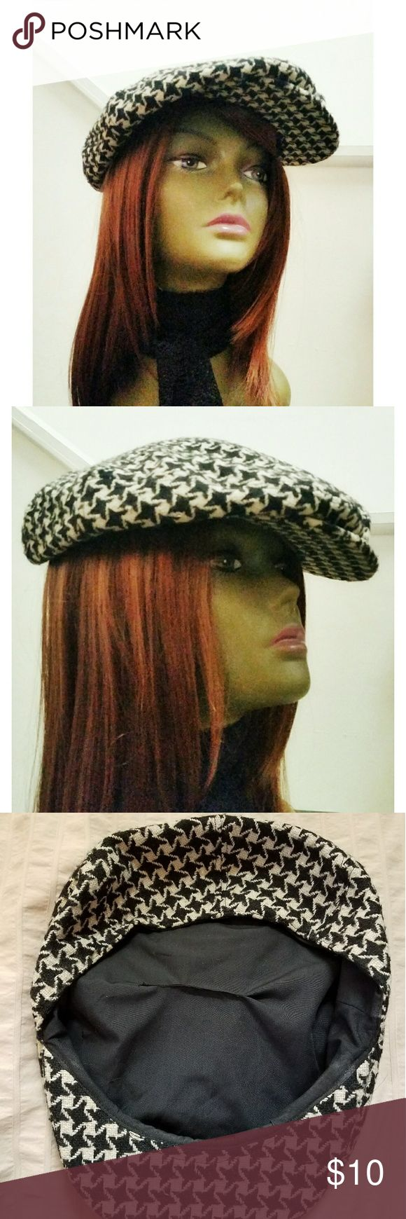 Vintage black and white cap. This black and white hounds tooth cap can be worm by male or female. Makes a great accessory for a stylish casual outfit.   There was a small tear in the lining, which i mended (photo # 3). Accessories Hats