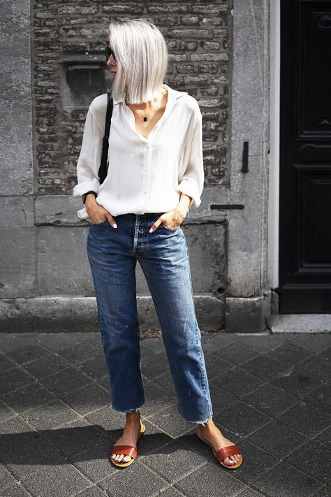 Skinny jeans or legging jeans will look great with tunics and longer tops. You can see more tips for wearing leggings over 40 here. Jeans will already make you look younger so go easy on the rest of your outfit and your accessories.