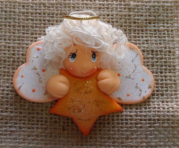 Esse gracioso ímã é totalmente feito de biscuit e recebe um acabamento em pintura country.  Uma ótima dica para enfeitar sua geladeira ou presentear neste Natal. R$ 4,50