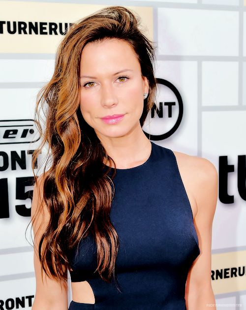 Rhona Mitra attends the Turner Upfront 2015 at Madison Square Garden on May 13, 2015 in New York City / fuck yeah rhona mitra