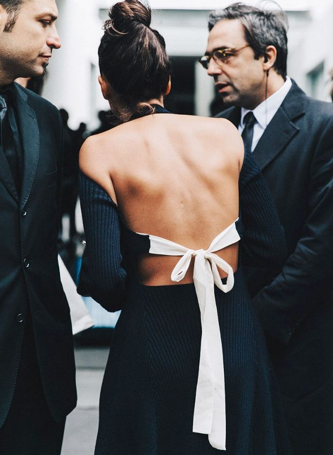 On aime quand les créateurs revisitent le concept du dos nu (blog Collage Vintage)