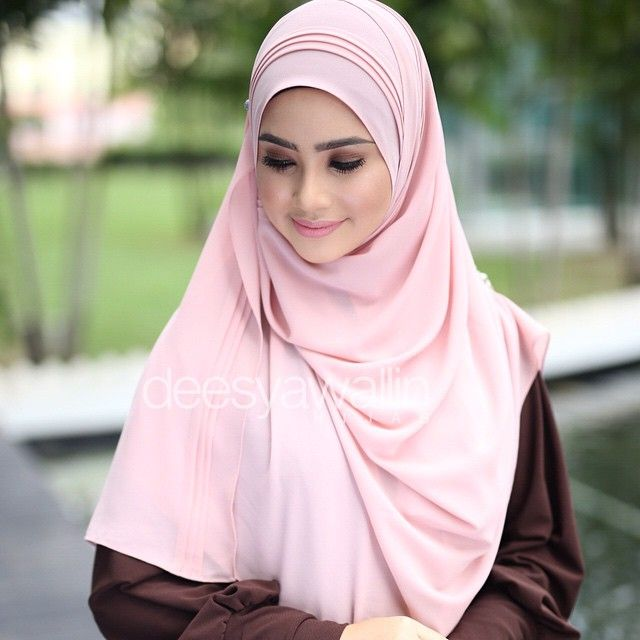 Rumaisa Pleated Shawl Code : DHRPS 009 Price : RM55 (exc postage) Material : Georgette Chiffon Approximately : 1.8 mtr x 28 inch Rectangle Shape For online purchase, kindly PM us on facebook : Closet Heart Official or email us : closetheartshop@gmail.com. Tq emoji #rumaisa #rumaisashawl #wideshawl #chiffon #pleated #pleatedshawl #selendang #lensaroy