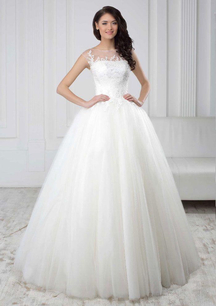 Najúžasnejšie princeznovské svadobné šaty so širokou sukňou a čipkovaným živôtikom