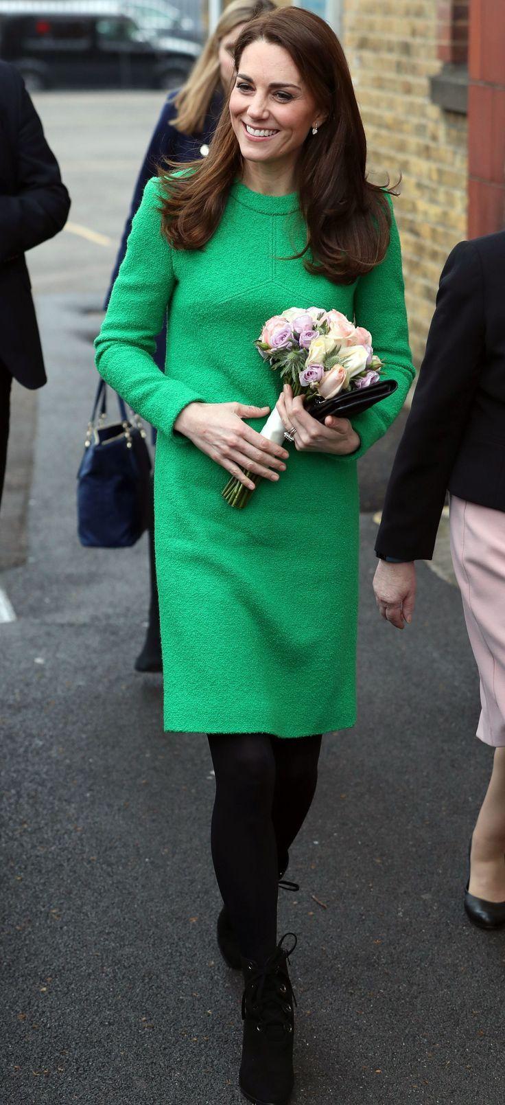 Bright Channels Dress Green Jackie Kate Kennedy Middleton Shift Katemiddleton Channels Jackiekennedy In A Bright Green Dress Royals Etuikleid