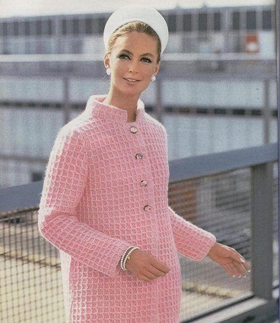 PATRON pdf, vintage del ano 1974. No es el final producto, este anuncio es para las instrucciones de como tejer la chaqueta en tejido de crochet  Idioma : INGLES