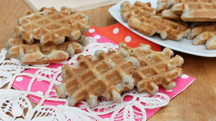 Una ricetta waffel base, perfetta per waffels senza burro sia dolci che salati. Croccanti fuori, morbidi dentro, con un impasto veloce e facile da preparare