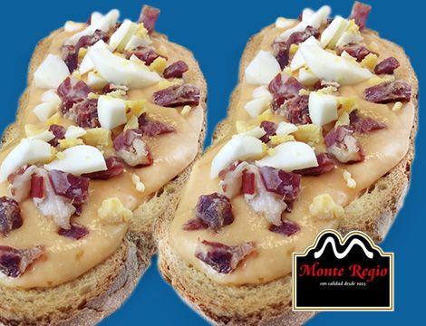 Tostas de salmorejo, huevo duro y taquitos de jamón ibérico #MonteRegio ¿Eres capaz de resistir la tentación?