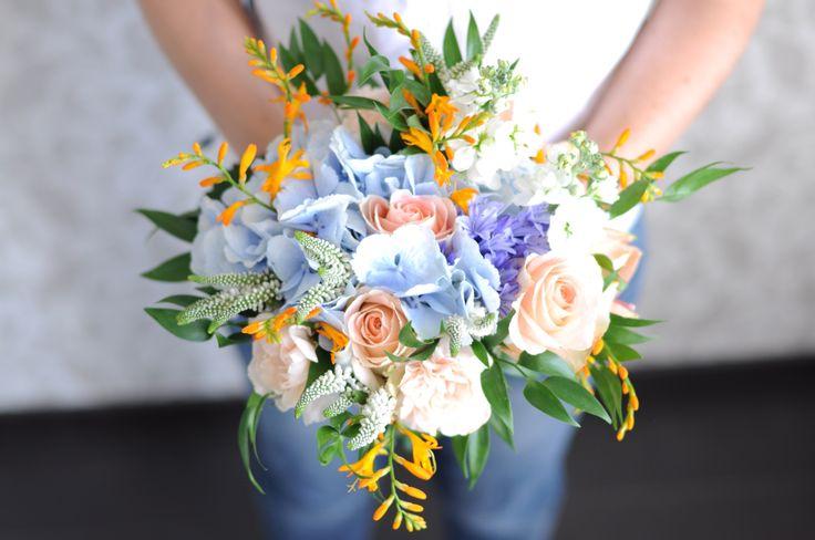 Персиково-голубой букет невесты / Peach and blue bridal bouquet