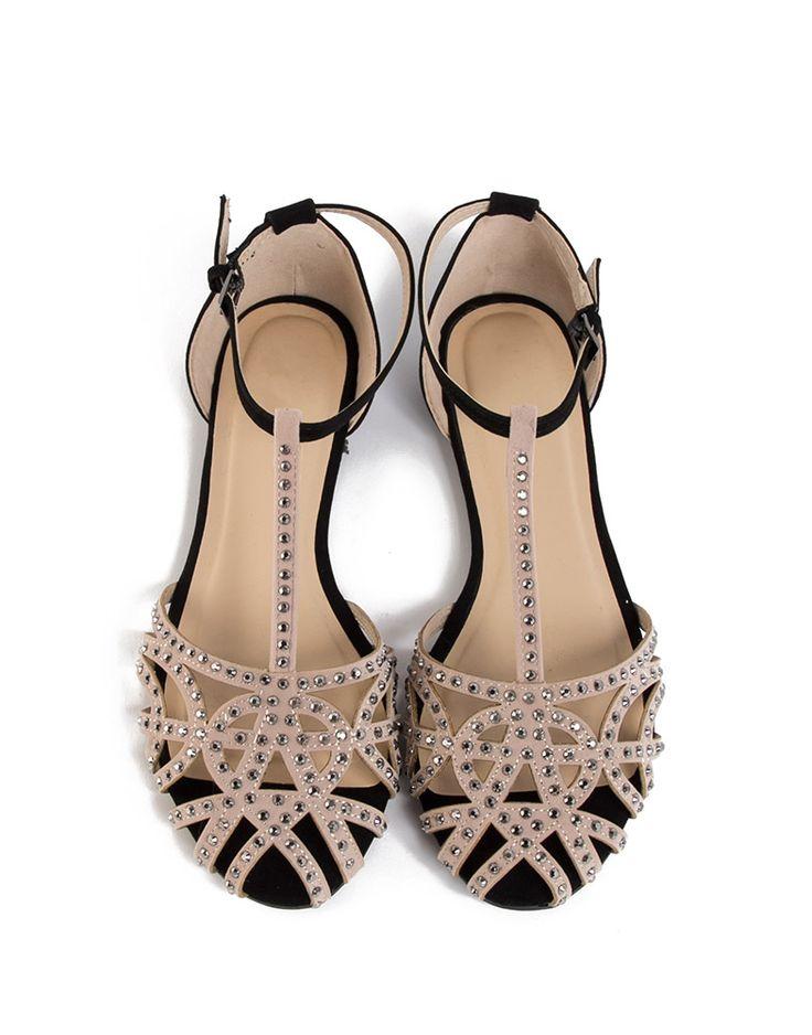 Cute flats for spring! Jeweled Netted Flat Sandals ....Tenho umas parecidas da Zara!