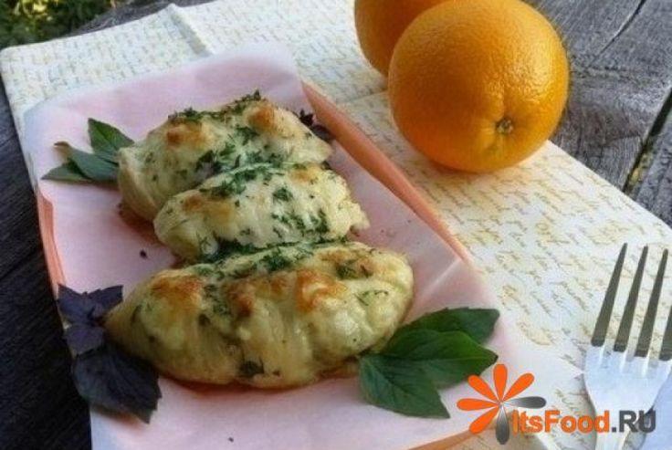 Куриные рулетики с баклажаном и сыром http://ricettio.com/recipe-1711-kurinyie-ruletiki-s-baklajanom-i-syirom  Куриные рулетики, фаршированные баклажанами и запеченные в апельсиновом маринаде – это превосходная, по-летнему сочная закуска, которая подойдет к любому гарниру.