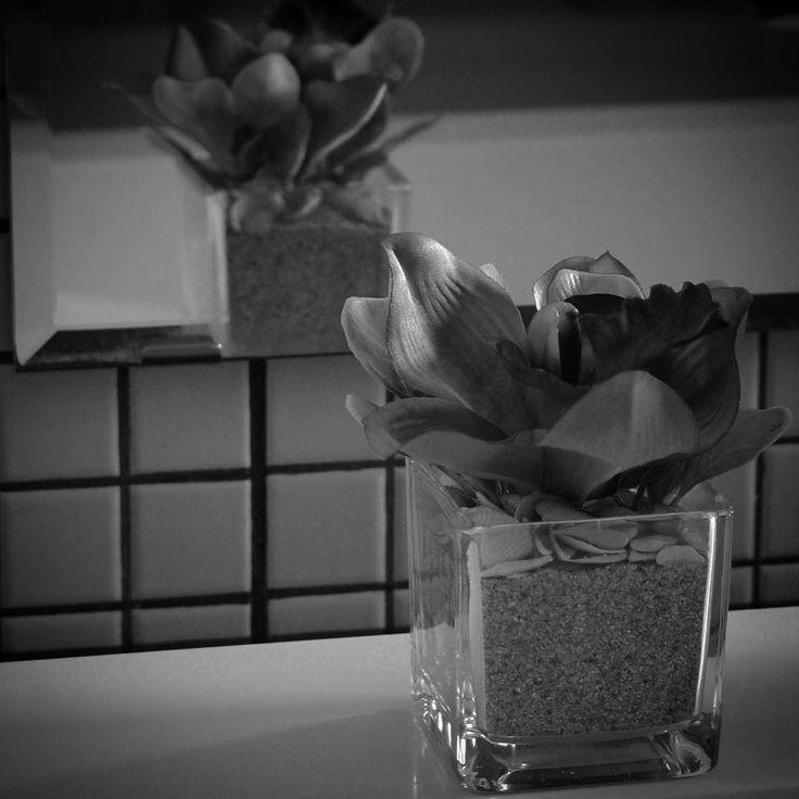 Adiere mov | aranjament BeatrixArt  #aranjament #aranjamente #flori #artificiale #floriartificiale #mov #verde #orhidee #viburnum #decoratiuni #infrumusetare #casa #flowerstagram #beatrixart www.beatrixart.ro