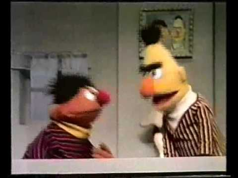Bert & Ernie - Bert & Ernie verdelen veterdrop - YouTube