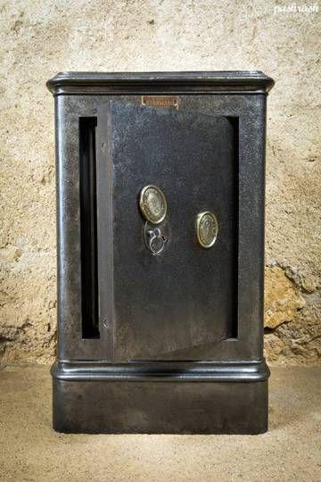 coffre fort verstaen vintage ancien coffre fort verstaen enti rement restaur bross et cir. Black Bedroom Furniture Sets. Home Design Ideas