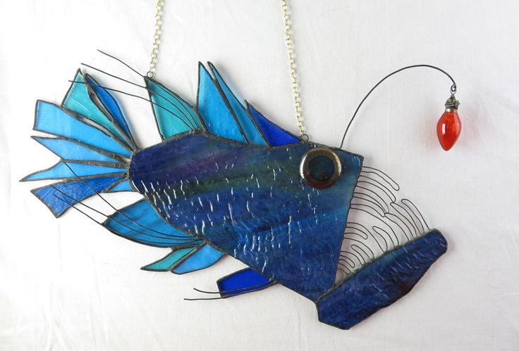 stained_glass_anglerfish_suncatcher_by_trilobiteglassworks-d8exm7e.jpg (1024×695)