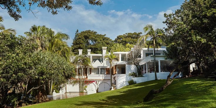 Rae's on Wategos is an exclusive boutique retreat in a luxurious beachfront setting in Byron Bay. Rae's luxurious boutique hotel, spa and restaurant is located on Wategos Beach.