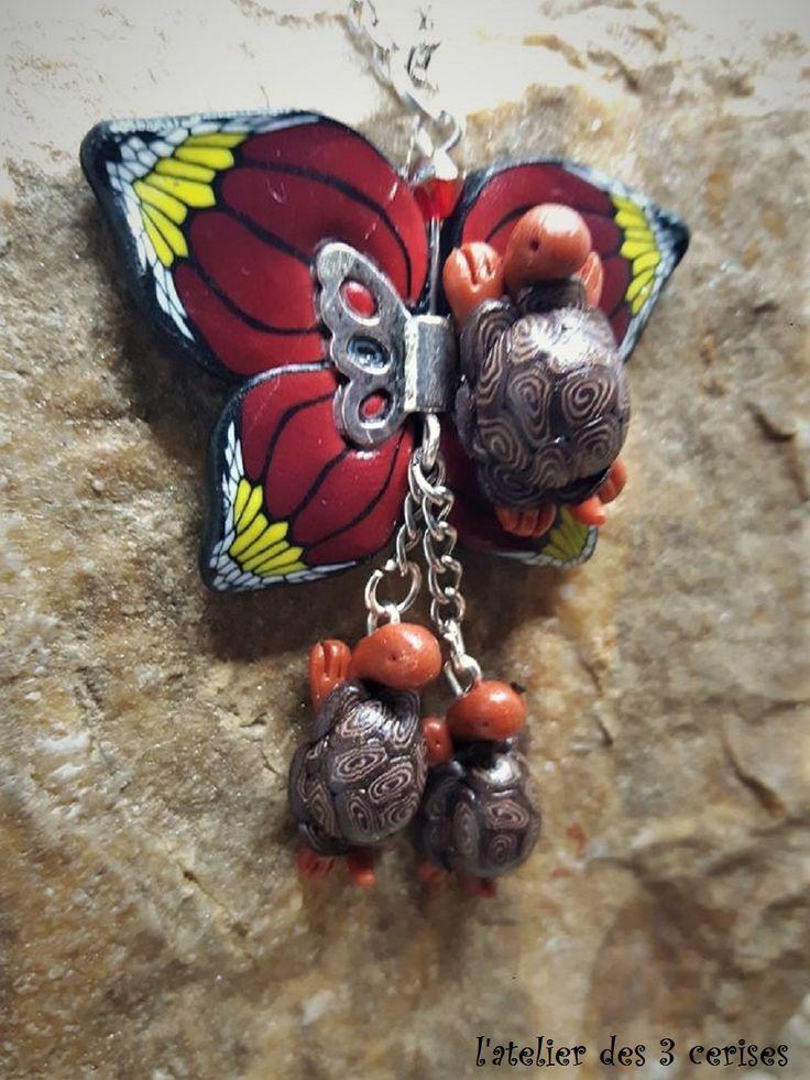 Collier papillon rouge, jaune et sa tortue accompagnée de ses bébés réalisé en fimo de la boutique latelierdes3cerises sur Etsy