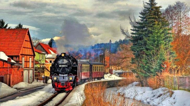 a-small_train-394026.jpg (728×408)
