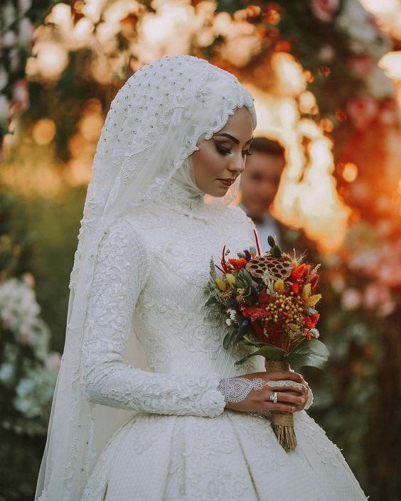 صور عروسة عرسان صورة عروسة بالحجاب صور لفة طرحة عروسة احلى عروسة عريس وعروسة Gaya Pengantin Pakaian Pernikahan Gaun Pengantin Sederhana
