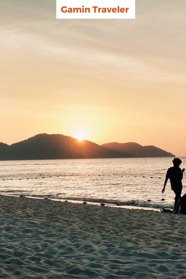 Enjoying sunset at Batu Ferringhi, Malaysia. This is my favorite thing in the beach, taking pics to the sunset.