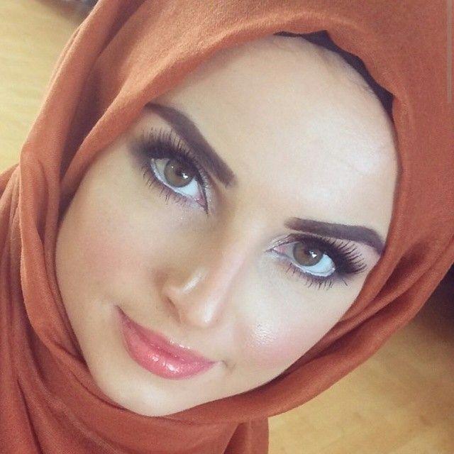 Masha'Allah - glowing skin - flawless muhajabah . love the white at the water line. Subtle techniques applied moderately (not OTT) #makeup #glow #skin #muhajabah #hijab