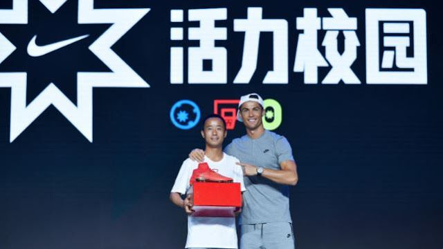 SPATE The #1 Hip Hop News Magazine Blog For Talent Buyers and more: Cristiano Ronaldo Surprises Award Recipients in Be...