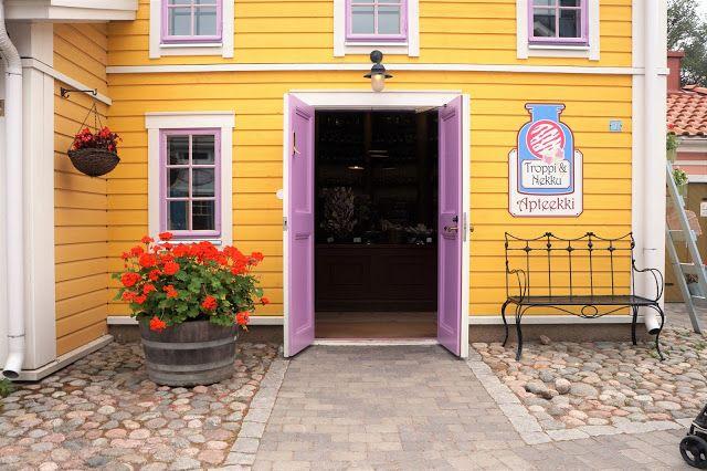 Tampereen Koiramäki. Postaus kohteesta täällä: http://pikku-bambin.blogspot.fi/2016/07/keskikesan-juhlaa-sarkanniemessa.html