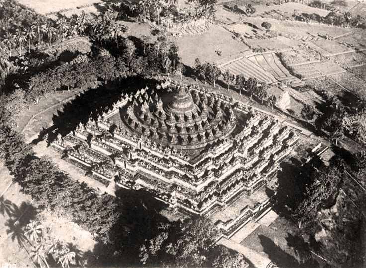 https://flic.kr/p/fqkArJ | Air photo of the Borobudur in 1929 | Photographer : Luchtvaart Afdeling Bandoeng Foto Studio. Source : Tropenmuseum