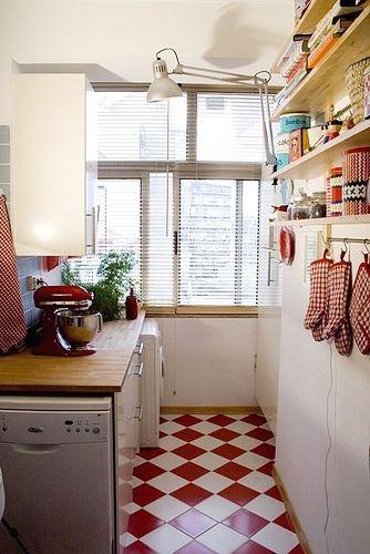 Keittiön lattia, joka ei tarvitse mattoa.