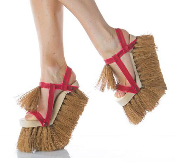 'Brush' by Sol Alonso: some amazing (and household friendly) high-heel !