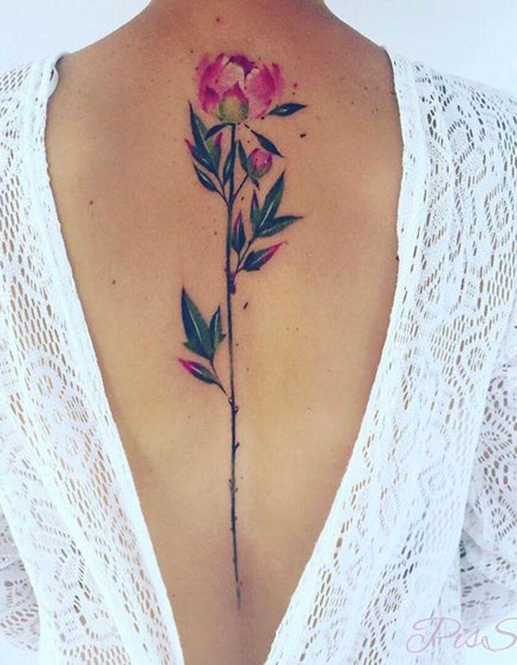 Tatouage de plante dans le dos