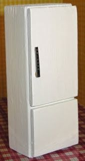 Dollhouse Decorating!: Make your own homemade dollhouse refrigerator / freezer combo