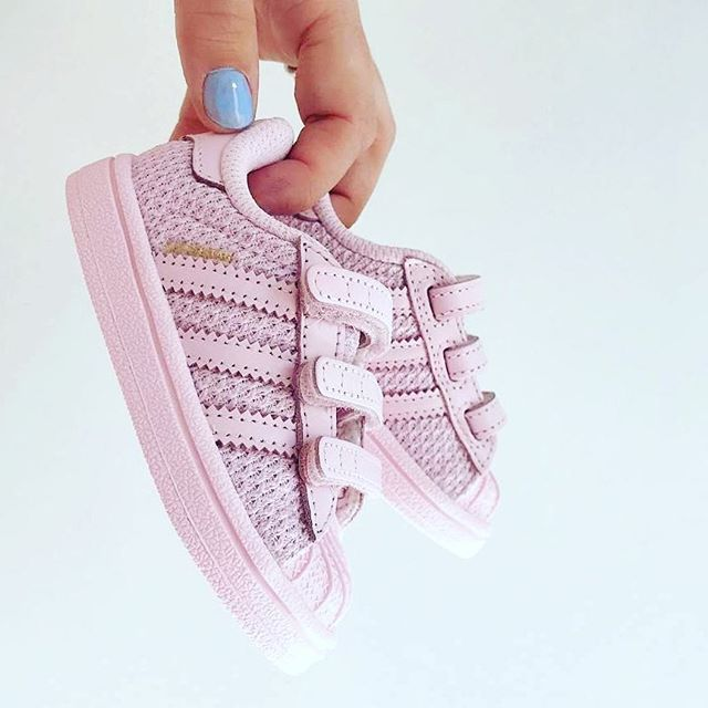 /// Pink Superstar