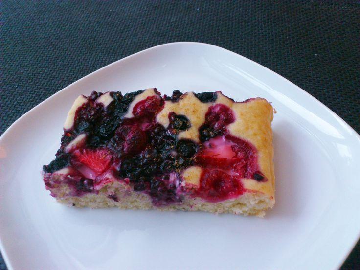 Homemade mixed berry cake! #vegan #organic #glutenfree #dairyfree #sugarfree #cornstarch #dessert