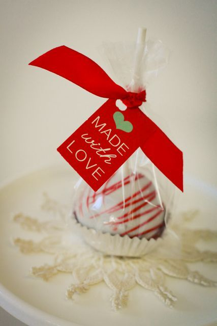 Cake Pop Valentine Party favors...especially cute gift tag, too!