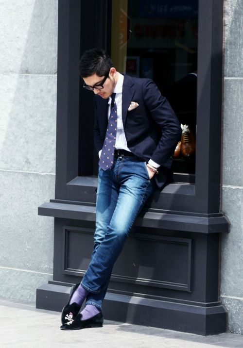 Blazer and jeans always works and rocking a tie doesn't hurt