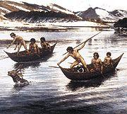 Los Kawésqar construían sus embarcaciones con cortezas de árboles, que luego amarraban a una estructura de palos, convirtiéndose en su hogar en el mar, siendo lo suficientemente amplias como para trasladar a una familia nuclear conformada por el marido, una o dos esposas, un par de hijos y un perro doméstico. La canoa era un espacio femenino.La canoa era un espacio femenino. Aunque en su construcción colaboraron hombres, era la mujer quien se preocupaba de remar.