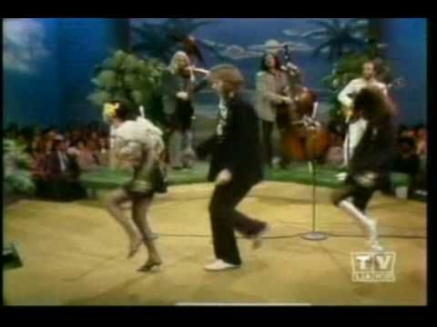 Dan Hicks and his Hot Licks on Flip Wilson...60s LA cowboy swing boogie  ...with a crazy dance squeezed in