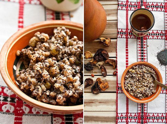 Кутья - каша, сваренная из целых зёрен пшеницы (реже ячменя или других круп, последнее время — из риса, или, как его называли, сарацинского пшена), политая мёдом, медовой сытью или сахаром, с добавлением мака, изюма, орехов, молока и даже варенья. Лучше всего готовить в чугунке или сотейнике, если нет глиняного горшка.